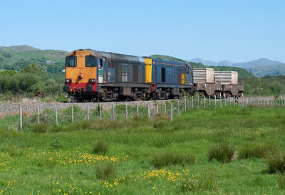 20303+20304 pass Green Road with a late running flask train 26/5/12.