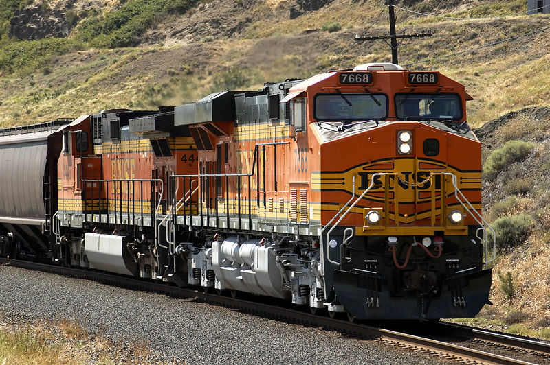 Brand new GEVO ES44DC leads empty grain train near Avery, WA.