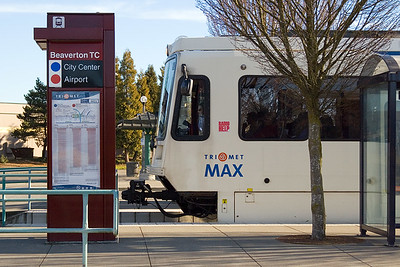 MAX at Beaverton Transit Center (109096110)