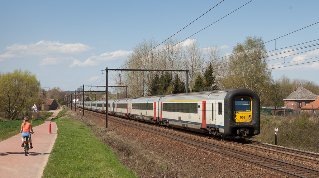 AM96 558 leading three other units for a total of 12 cars in Hoeselt.