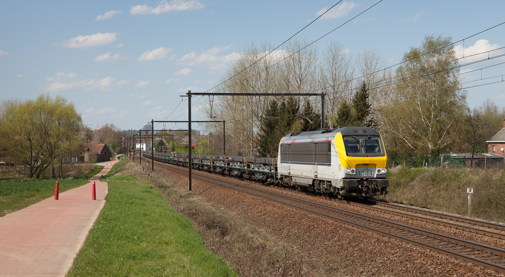 1341 on the steel slabs 33741 (Genk-Goederen - Chatetelt) in Hoeselt.