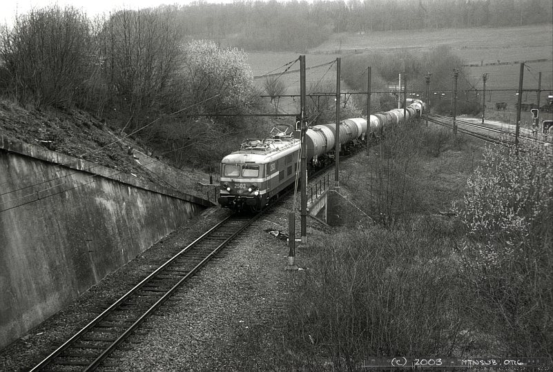 2503 brings a tank car train into Montzen 5 years before the end of diesel traction between Montzen and Aachen West.