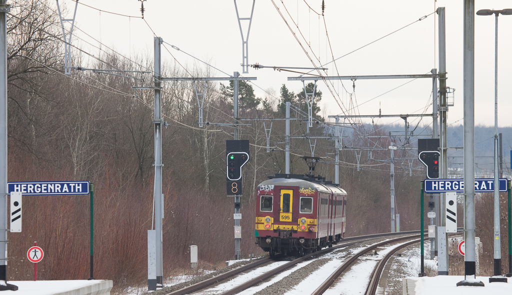 With the writing on the wall for their retirement at the end of 2013 AM66 595 is here sen departing Hergenrath for Welkenraedt in January 2013.