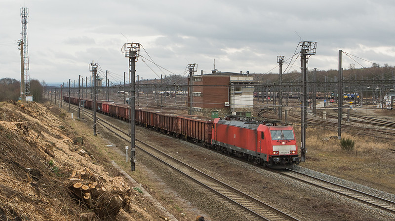 DBC-NL E186 340 has a lod of scrap (possibly 48542 Köln-Kalk/D - Genk-Goederen) in tow as it passes B.14 in Montzen. This scene was one of several opened up by a major growth control effort in early 2018.
