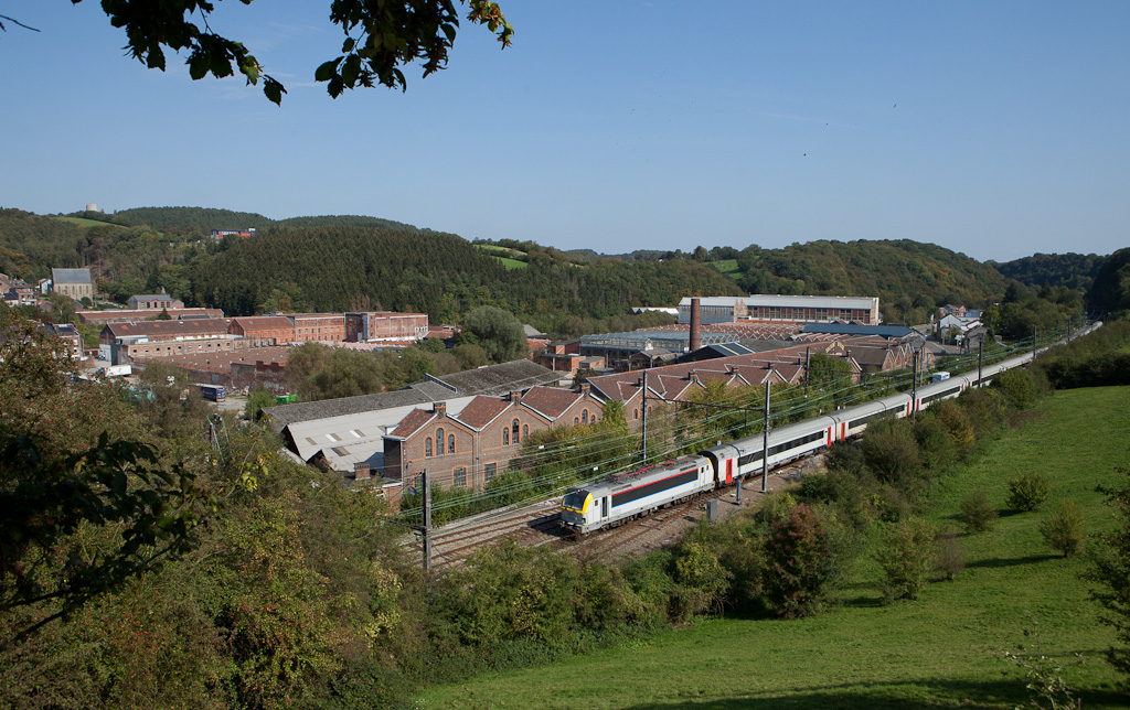 """1803 leading IC-A to Ostende past the """"Solvent Belge"""" in Verviers-Stembert."""