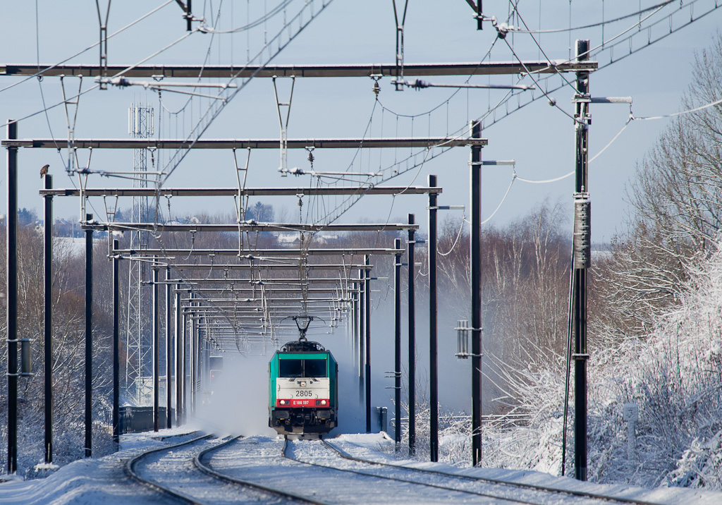 As a hawk looks on 2805 races east over the Remersdaal viaduct, kicking up a snow storm around the interlocking signals.
