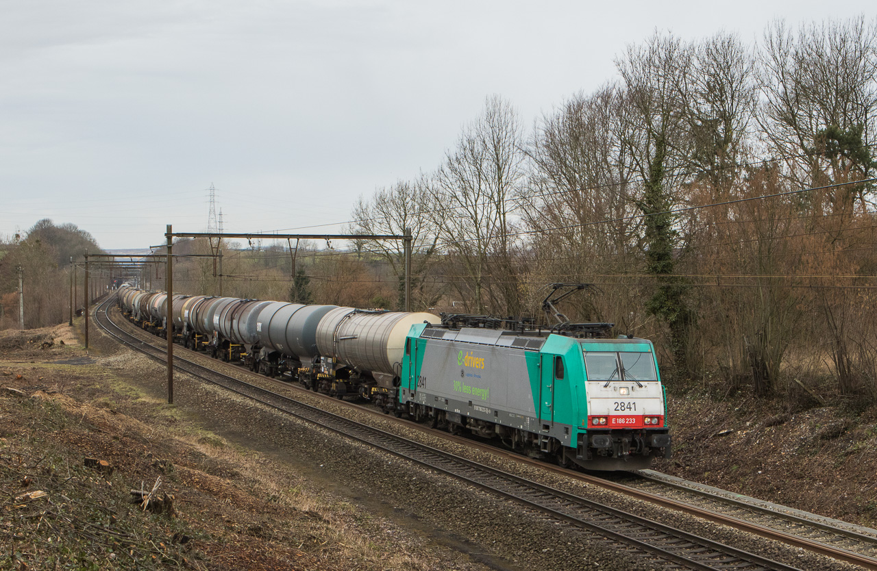 Lineas 2841 with the 47563 (Antwerpen-Noord - Ludwigshafen/D) in Dalhem.