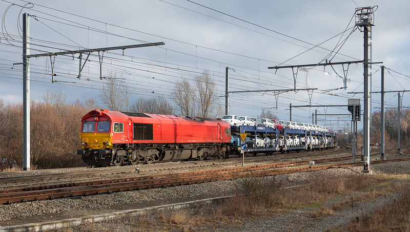 Macquarie European Rail 266 107 (DE 6313) brings a Mosolf auto train carrying Fiat 500s in Montzen past Block 16. This is the same engine and train that was involved in the accident in Remersdaal on 1-Oct-2013.