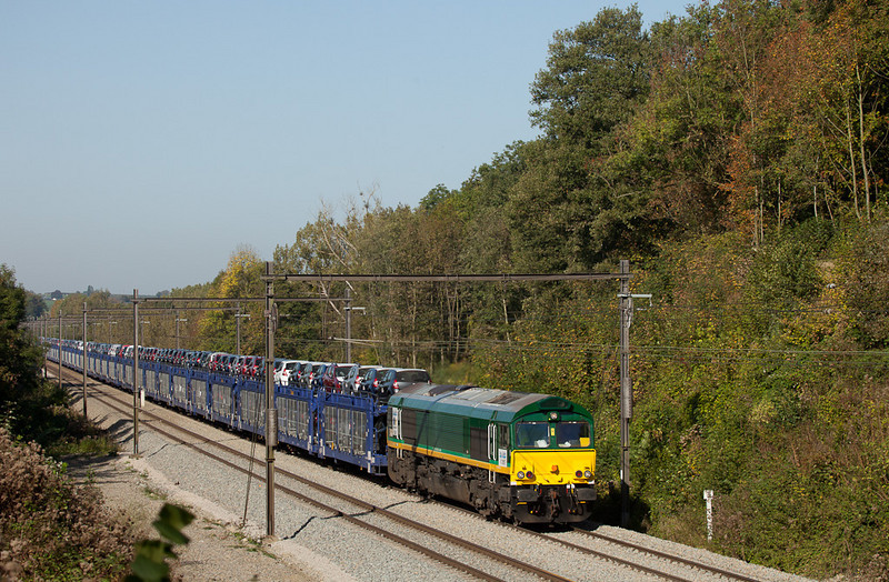RTB/TSP V265 with an odd eastbound move of Dacia automobiles approaches the west portal of the Gulp Tunnel. Apparently there was no track space in Tongeren and the train returned to Montzen for temporary storage.