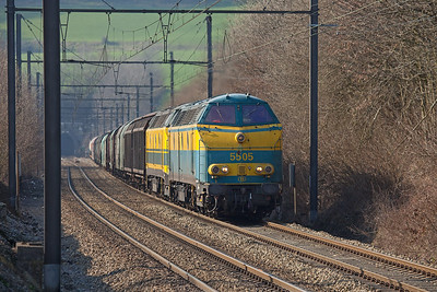 In early 2009 55s continued to ply the rails. 5505 and a sister have just exited the Gulp Tunnel and are running through Hindel with the FE 44563 (Kinkempois - Gremberg/D). This train usually has a class 28 electric for power.
