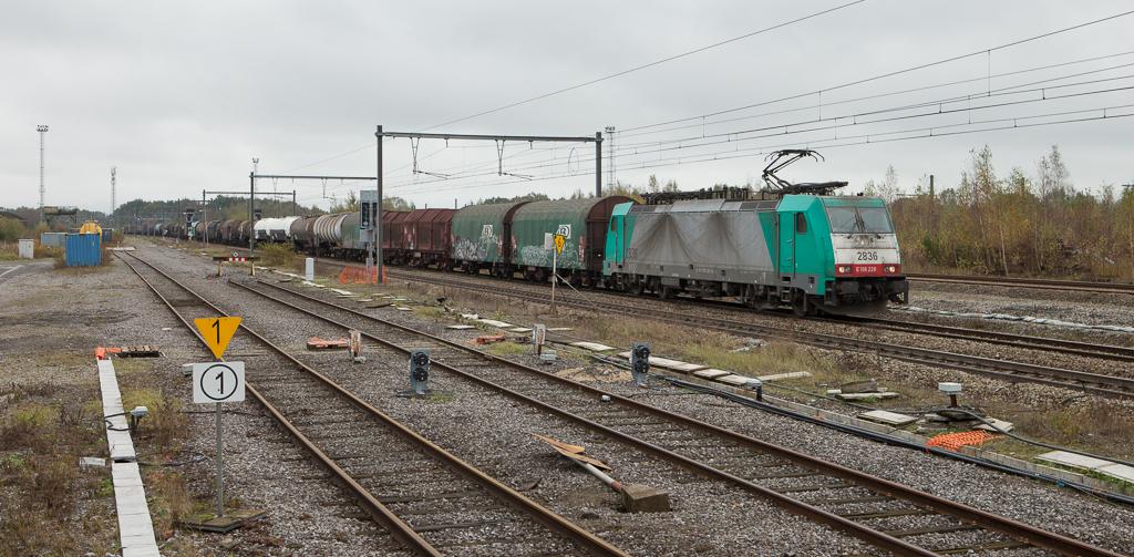 2836 with the 44518 (Gremberg/D - Antwerpen-Noord) in Montzen.