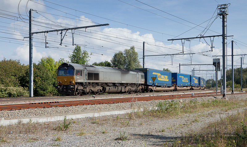 DLC DE 6606 brings a LKW Walter intermodal train past Montzen's old Block 16.