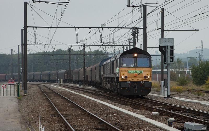Railtraxx 266 118 pulls the Voest-Alpine steel train Linz/A - Antwerp through the yard in Montzen past B.14.