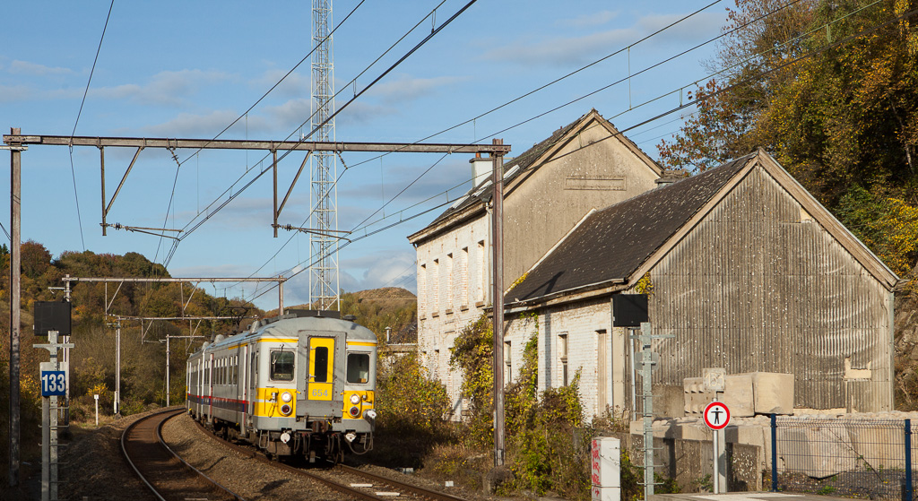 AM70 654+636 operating as L5487 (Welkenraedt - Spa-Geronstere) pass the old abandoned Dolhain-Vicinal station building.