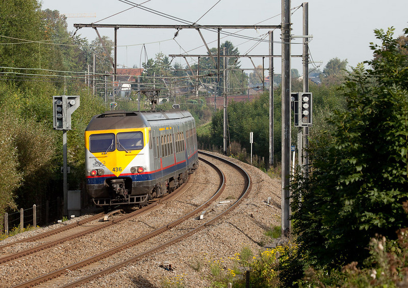 In 2010 Breaks were introduced to the L37 for peak-time service. Here's 436 approaching Welkenraedt in Heggenbrück.