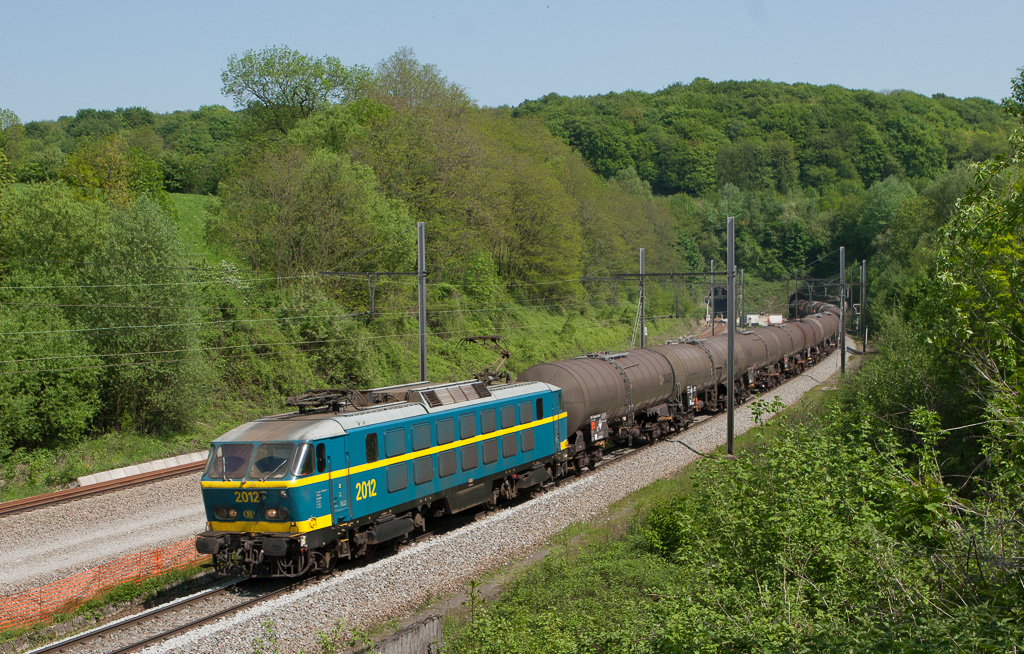 2012 with a solid tank car train at the Tunnel des Fourons.