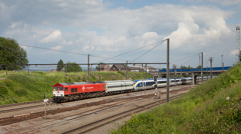 On 25-Jun-2013 Crossrail PB13 brought the first Velaro E320 Eurostar (numbered 4002) into Belgium. Here's the consist as 47518 (Aachen-West 16:40 - Bruxelles-Forest 20:00) in Hindel.