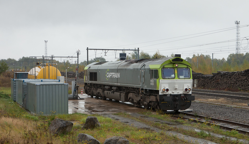 Captrain 6609 (PB05) has completed fueling and leaves the gas station next to the customs shed in Montzen.