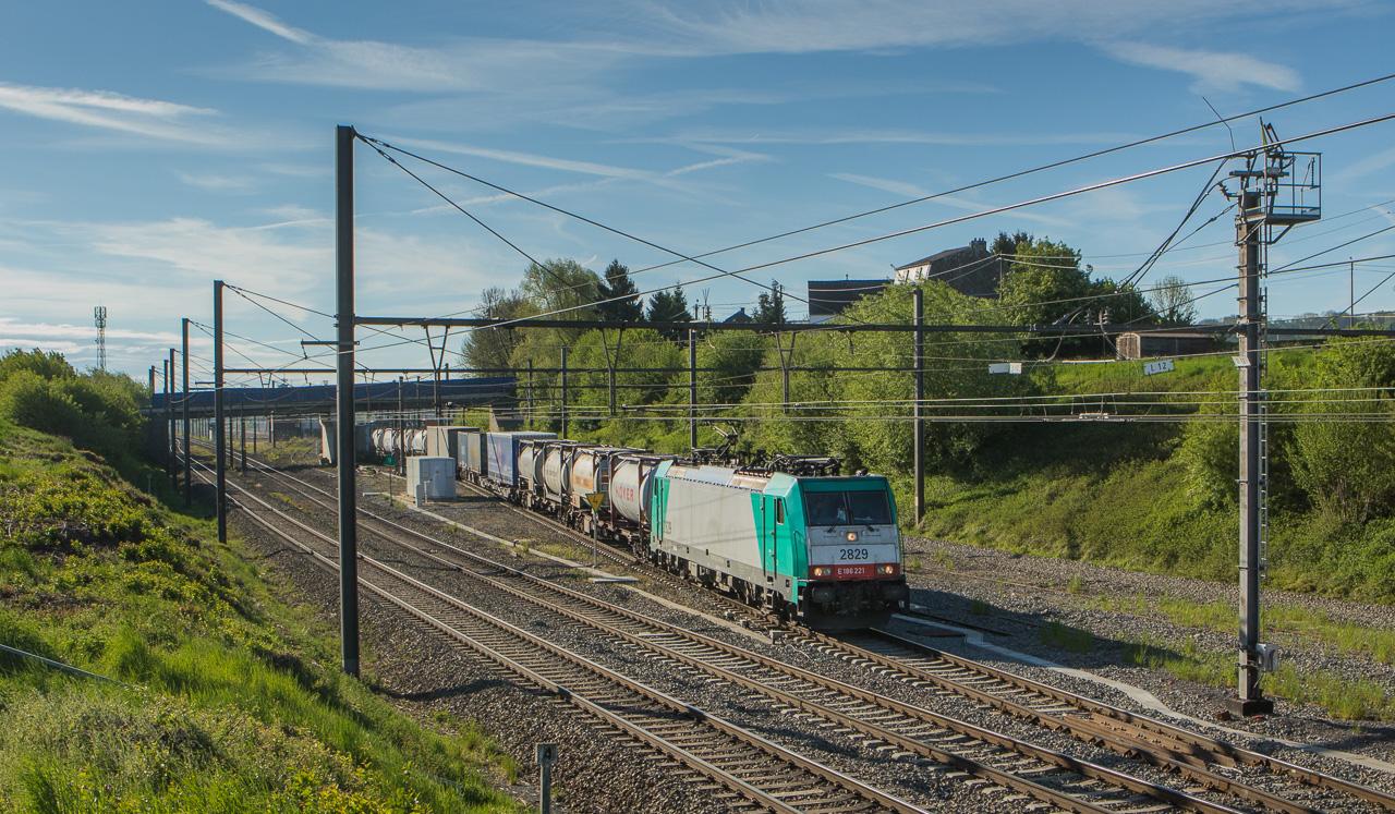 2829 leaves Montzen yard with an intermodal.