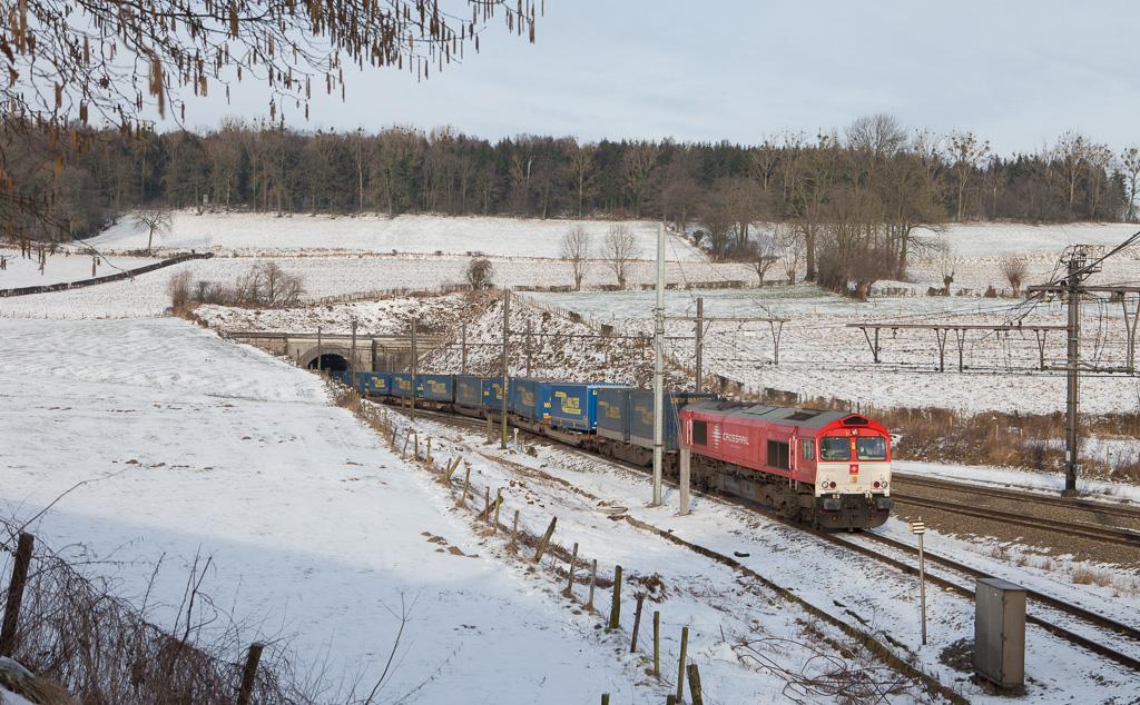 Crossrail DE 6302 (Federica) enters Montzen yard with a Lkw Walter-intermodal in Hindel.