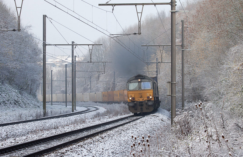 DLC PB20 leading the 40183 (Muizen-Goederen - Brindisi/I) out of the Veurs Tunnel and through Obsinnich.