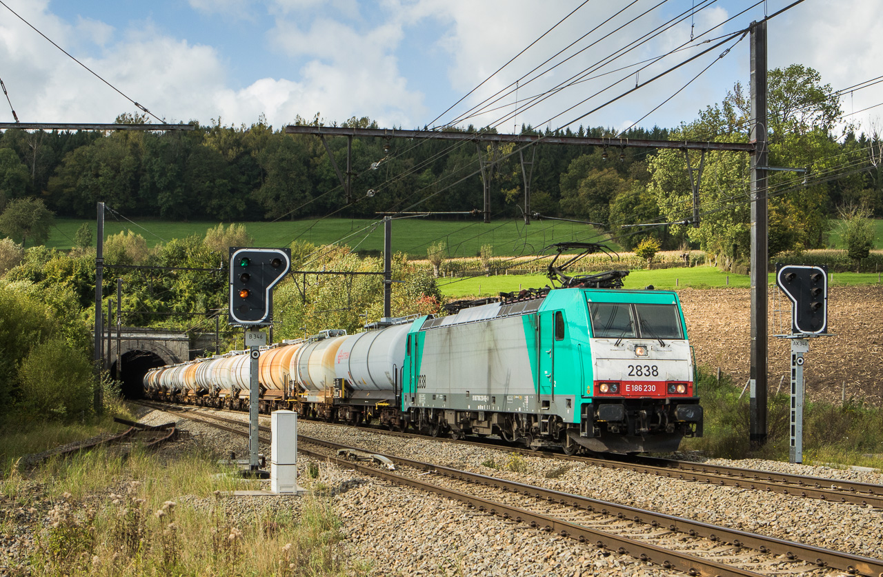 2838 brings the 48557 (Antwerpen-Verb.Ibr.  - Millingen Solvay/D) through Hindel.
