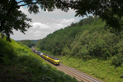 The way things were in Nouvelaar - two 55s bring an intermodal train westbound through the large cut between Nouvelaar and Rue d'Aix. The near slope was deforested less than a year previous. Nature was regaining lost ground fast, but shots of nice sweeping vistas like this were still possible until 2005. This shot was taken in 2009 just 300m further down the track, after Infrabel deforested the hillside again, in preparation for the electrification work.