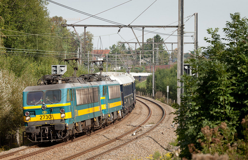 The detouring Venice-Simplon Orient Express is lead by 2730+2706 through Heggenbrück.