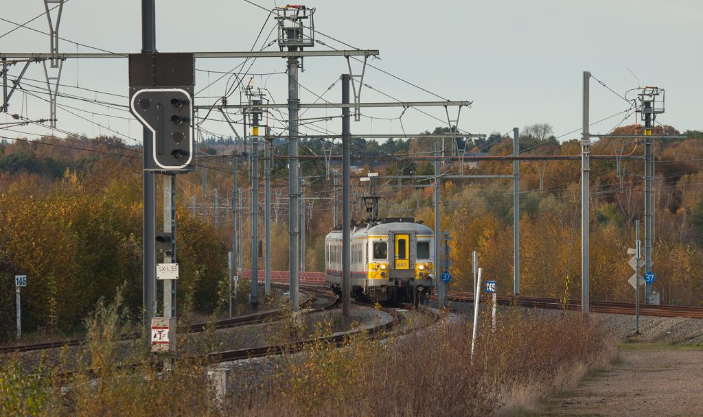 AM70 647 as IR5036 (Aachen/D - Welkenraedt) passes the bifurcation Hammerbrücke.