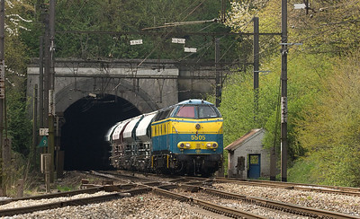 "5505 brings the limestone train CS 48567 (Hermalle - Oberhausen/D) out of the Gulp Tunnel in Hindel west of Montzen yard. Routinely booked for a single class 55 unit this heavy train was the undisputed ""audio king"". The unit was in Run 8 all the way from Hermalle to the tunnel at Gemmenich, where the steep decent into Aachen begins. The Hindel interlocking received a sorely-needed overhaul in 2010 during which the picturesque little switchmans' shanty was removed."