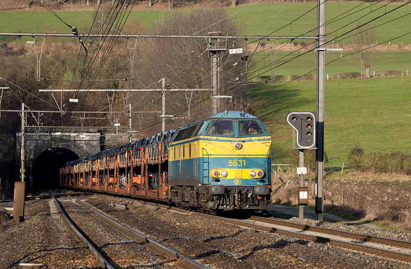 5531 with the Ford train 46511 (Genk-Zuid-Ford - Carimate) exiting the Gulptunnel in Hindel. The following weekend a new schedule went into effect, ending class 55 assignments on the L24 for the most part.