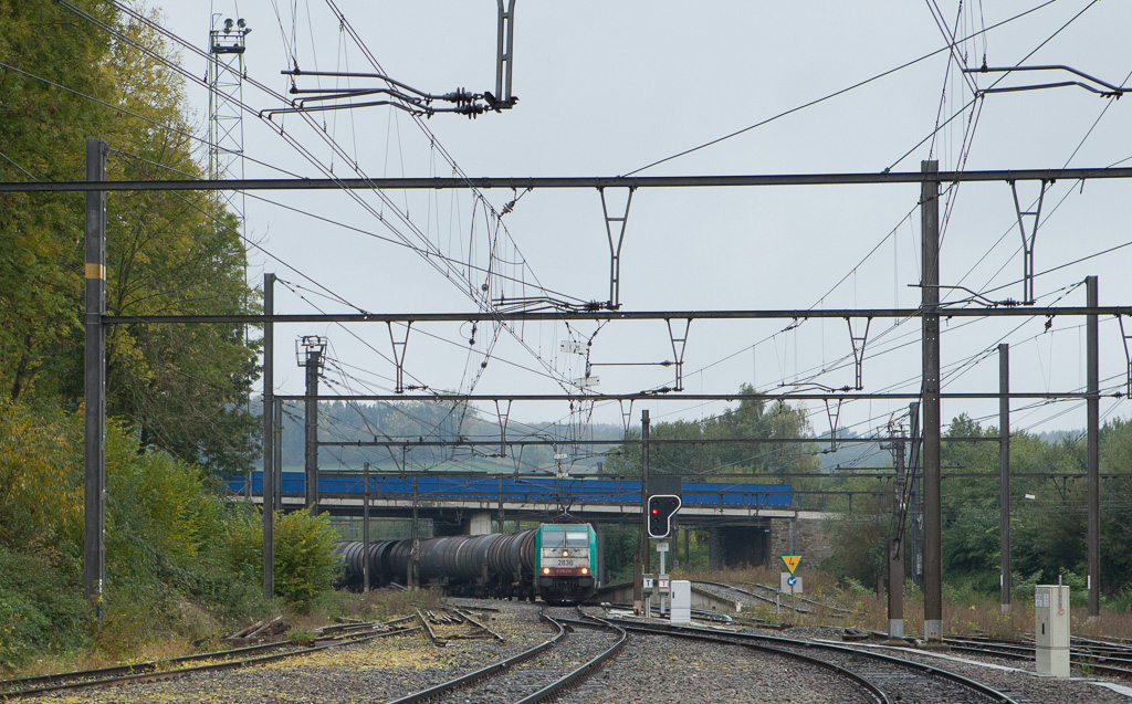 2836 brings a tank car train into Montzen over the new yard lead in October 2015. On the left are the remnants of the old entry from Hindel.
