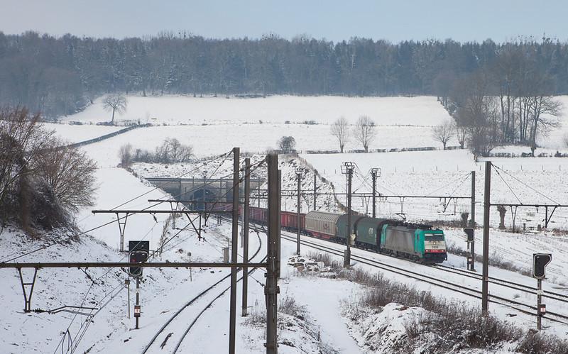 2808 with the 44519 (Antwerpen-Noord - Gremberg/D) in Hindel.
