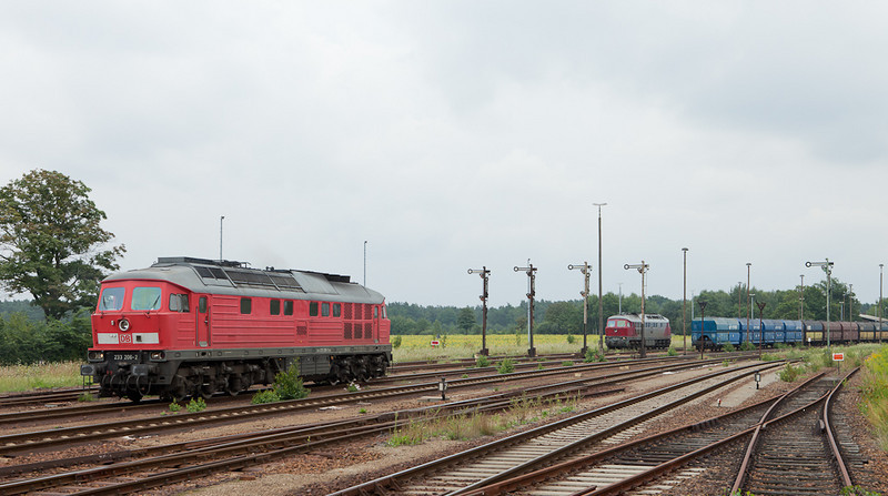 DB-Schenker 233 206 and Eko-Trans 242 001 congregate at the west end of Horka Gbf. The 233 will couple to the loaded coke train for its westbound journey.