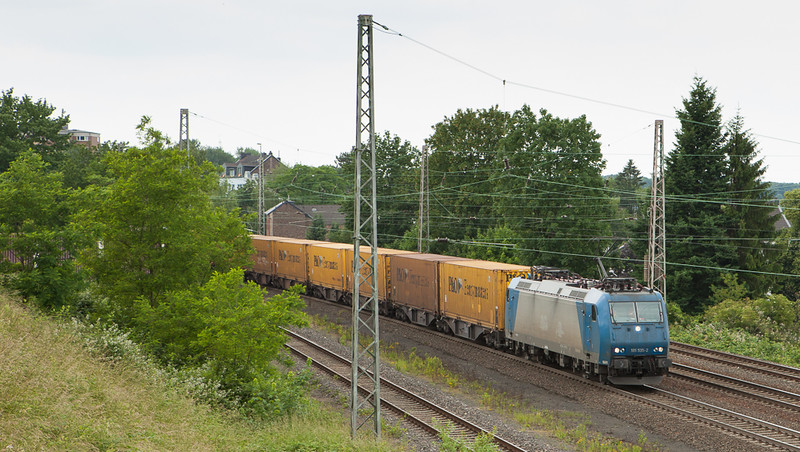 Crossrail 185 535 on the eastbound P&O-train 40163 (Zeebrugge Ramskapelle/B - Segrate/I) in Eschweiler.