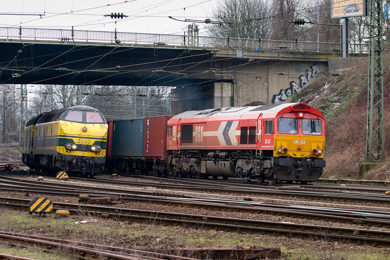 HGK ran a short-lived service into Aachen West for a time in late 2003/early 2004. Here Class 66 DE63 has the honor. 5503 and mate will take over for the remainder of the journey to Antwerp/B.