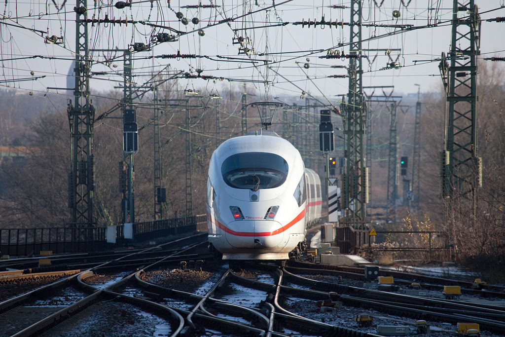 """Here's one of the few Dutch-owned ICE3M (for multi-system) trainsets departing Aachen for Frankfurt. You can just see the """"Hispeed"""" logo where usually the """"DB"""" logo would be placed on the nose."""