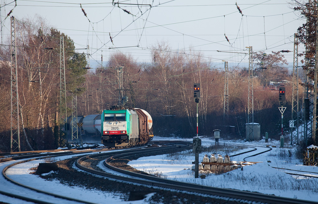 2820 brings the 44532 (Gremberg - Antwerpen-Noord/B) through Eschweiler Hbf in the last rays of late winter light.
