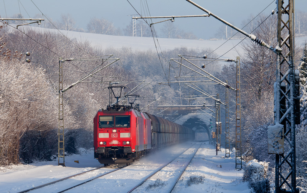 185 060 teamed up with another class 185 powering the empty coal train Mannheim-Zandvliet/B out of the Nirmer Tunnel and through Eilendorf.