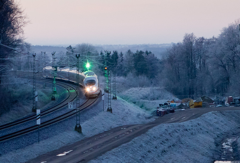 An ICE approaching the Busch Tunnel south of Aachen with a heavy frost on the catenary.