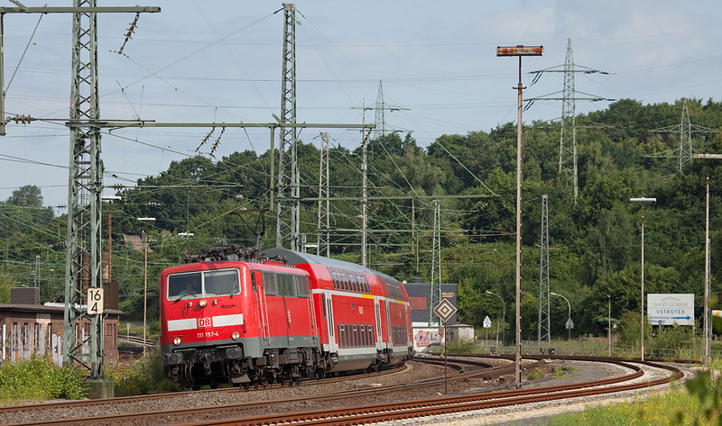 Almost a classic after 30+ years in service, 111 157 leans a train of double decker cars into the curve at Herzogenrath.