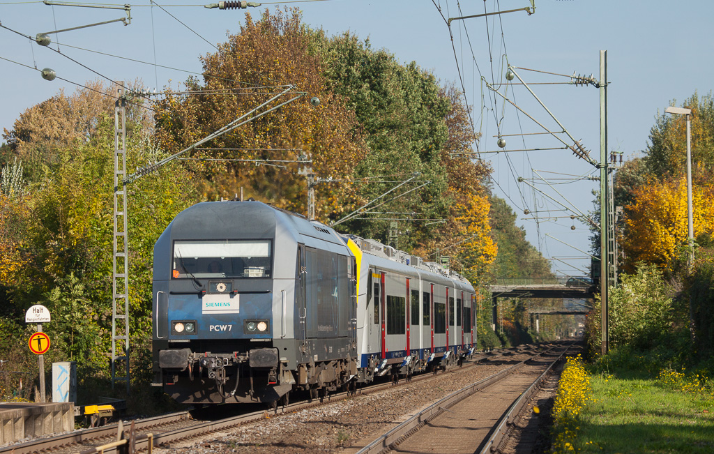 Siemens PCW7 has factory-fresh AM08 08555 in tow as it passes through Kohlscheid en route to delivering the EMU to its new owner SNCB via Aachen.