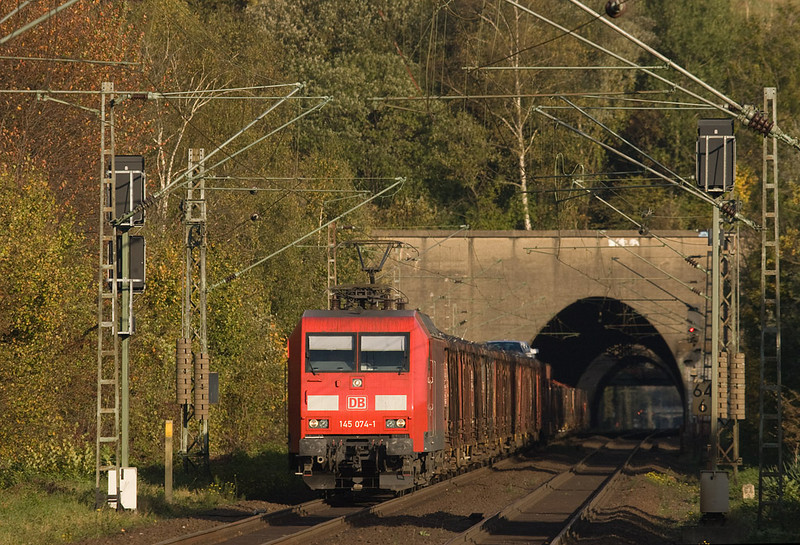 I'm not a big fan of platform photography, but this location at Eilendorf is quite nice in that it provides an interesting backdrop with the dual tunnels. Railion (or DB Schenker as they are now called after the umpteenth name change) 145 074 is seen with the FE 44532 (Gremberg - Antwerpen-Noord/B) junk freight westbound in glorious late afternoon sunshine.