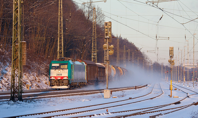After a cold afternoon in Stolberg (east of Aachen) the very last shot of the day netted 2809 racing westbound with the FE 44532 (Gremberg - Antwerpen Noord/B) into the setting sun. In better times, this train would have had a trio of class 77 diesels on the point.  If there's something to be said for light, fast freights it's the nice snowstorm they produce even in snow that's been on the ground for a couple days.
