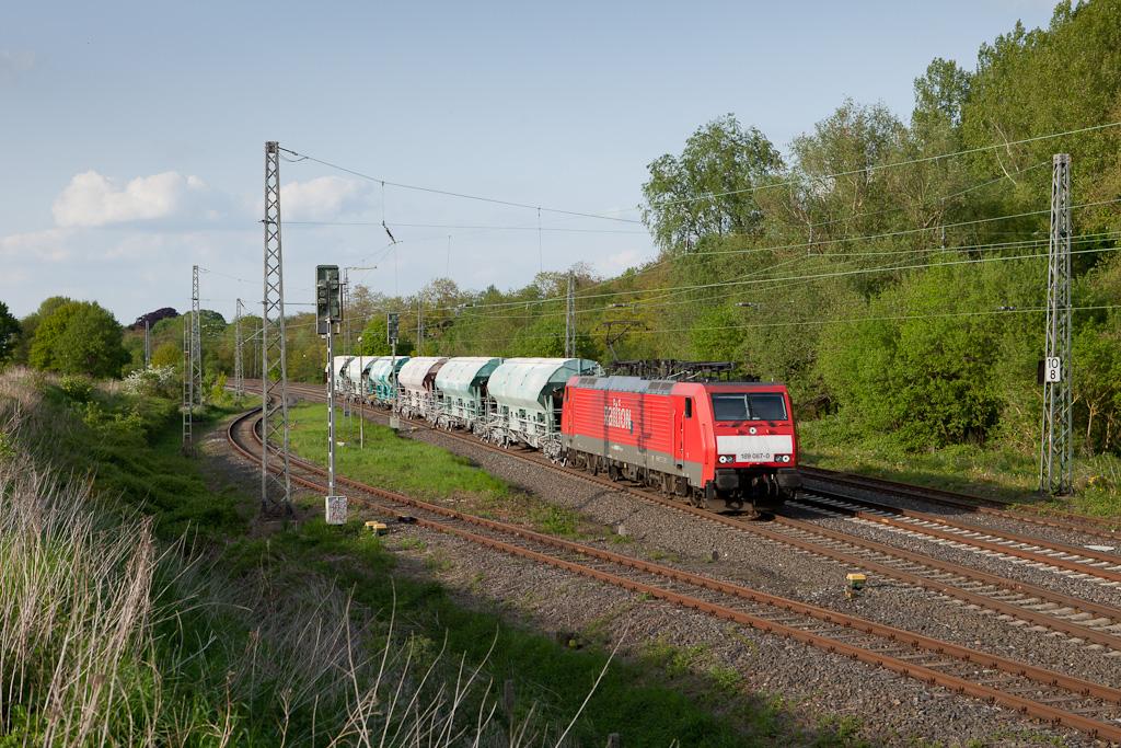 189 067 with a very short empty limestone train 48566 (Oberhausen - Hermalle s/Huy) in Kohlscheid.