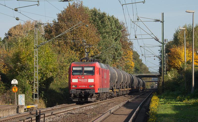145 058 leads the acetic acid empties 48572 (Burghausen Wackerwerk - Antwerpen/B) southbound through Kohlscheid.