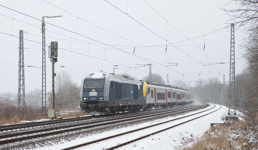Siemens PCW 7 brings new Desiros AM08 08536 and 08533 south through Kohlscheid. They will be handed over to a Belgian crew in Aachen Hbf and continue from there under their own power into Belgium.