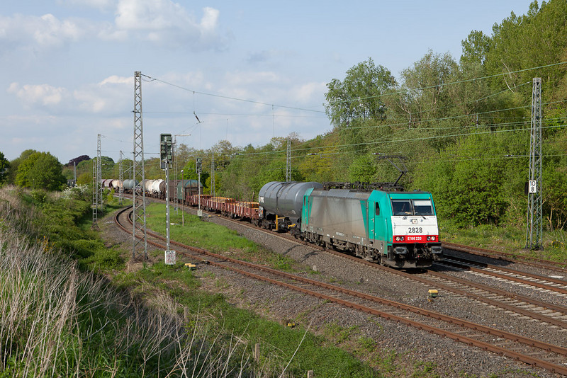 2828 with a detouring FE 44532 (Gremberg - Antwerpen-Noord/B) in Kohlscheid.