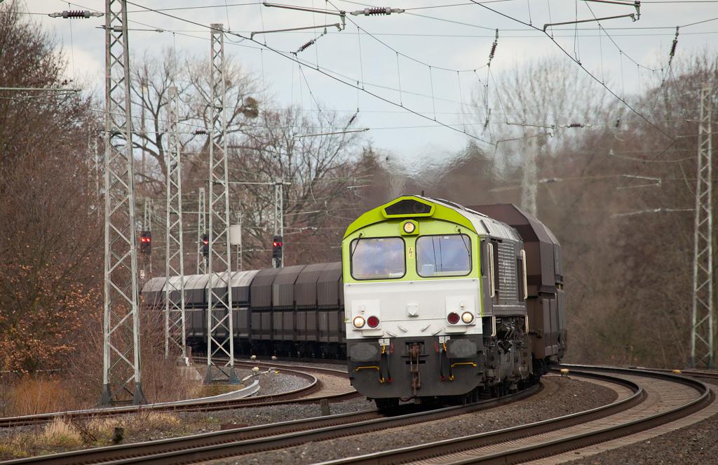 Captrain 6605 leads the coke empties 26410 (Bottrop - Seraing/B) south of Kohlscheid.