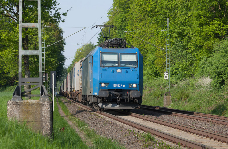 """""""Plain Jane"""" 185 527 (on lease to Crossrail) brings the Ewals train 40162 (Novara/I - Genk-Zeehaven/B) through the forest at Trips. This is a diversionary routing due to a curfew on the Aachen-Cologne line."""